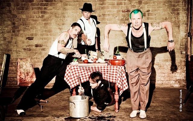 "Red Hot Chili Peppers – ""Dark Necessities"""